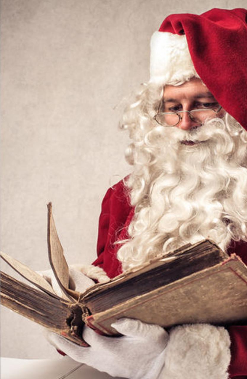 santa mit weihnachtsbuch